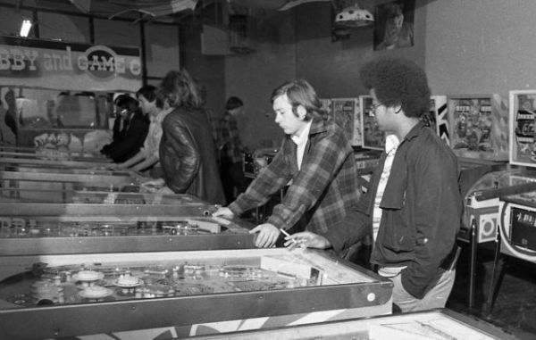 Nov. 27, 1974: Pinball enthusiast enjoying a parlor in Berkeley. From: http://www.sfgate.com/default/photo/Nov-27-1974-Pinball-enthusiast-enjoying-a-4902361.php